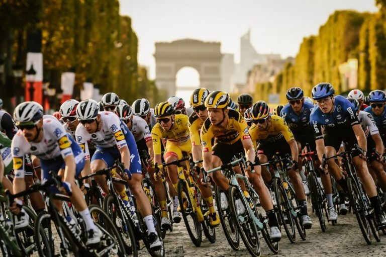 Sam Bennett vence em Paris no encerramento do Tour de France 2020